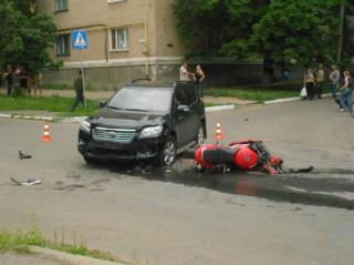 Пострадавшему в аварии мотоциклисту нужна помощь доноров