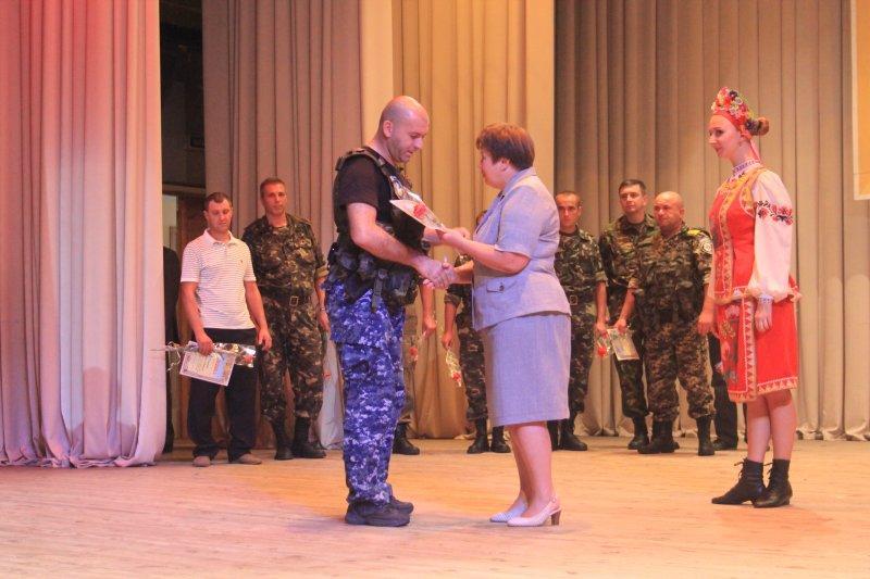В Артемовске отметили День независимости с награждениями. 1408725206_img_6381