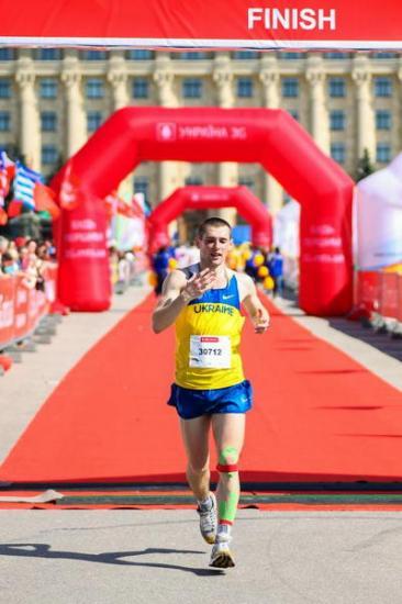 Артемовский спортсмен стал серебряным призером в Харьковском международном марафоне
