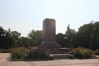 Что власти Артемовска построят на месте демонтированных памятников?
